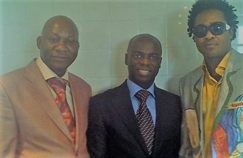 Avec les sapeurs Jo Balard et Ben Lobobo l'archevêque