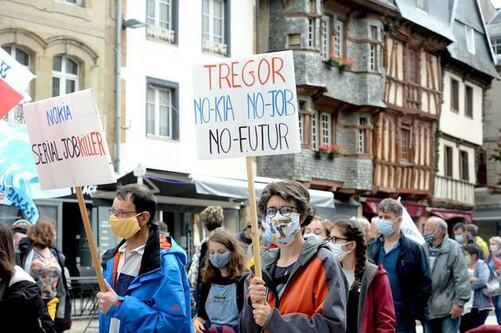 Plusieurs milliers de personnes ont défilé, samedi 4 juillet 2020, en fin de matinée, à Lannion (Côtes-d'Armor), afin de dénoncer les suppressions de postes chez Nokia.