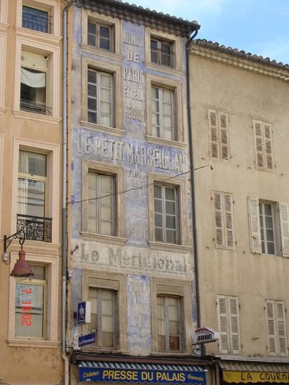 Carpentras, quand la presse s'affiche sur les murs