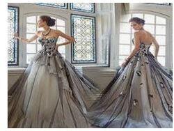 La mariée aime les robes d'argent