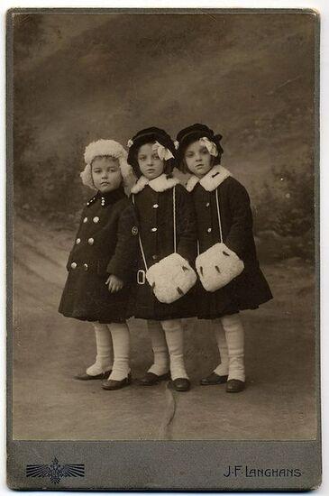 02 - Trois petites soeurs à la mode