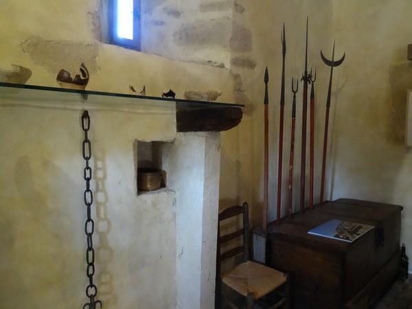 """Visite d'une maison de guet du XIVéme siècle, superbement restaurée, à Gissey sous Flavigny, avec les adhérents de """"Villages Anciens-Villages d'Avenir"""""""