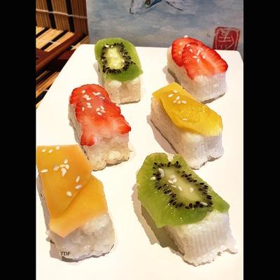 Sushis sucrés aux fruits & sa crème