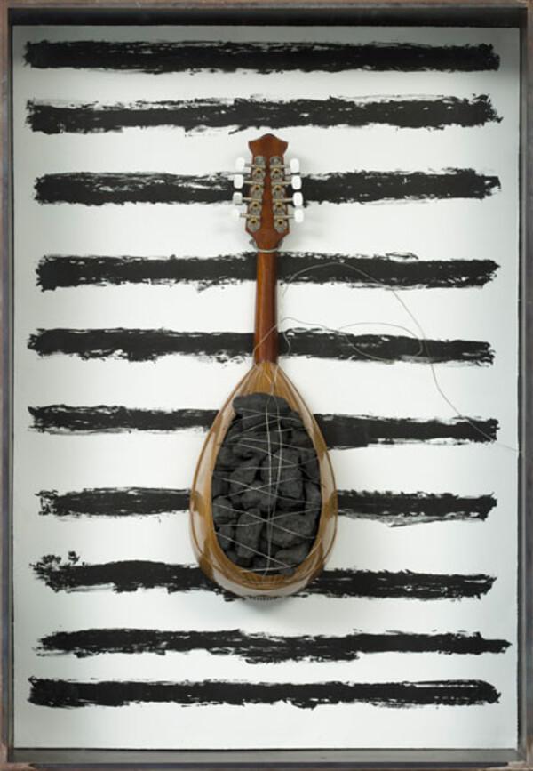 Jannis-Kounellis--2009--litho--staal--hout--kolen.jpg