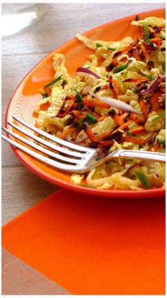 Salade de Choux Frisés,Râpé de Carottes Violettes,Noix et Graines de Sésame