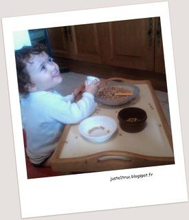 transvasement activité montessori occuper bébé bambin jouer calme riz pâtes motricité fine jeu