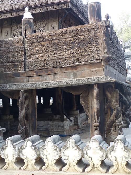 le monastère en teck Shwenandaw à Mandalay