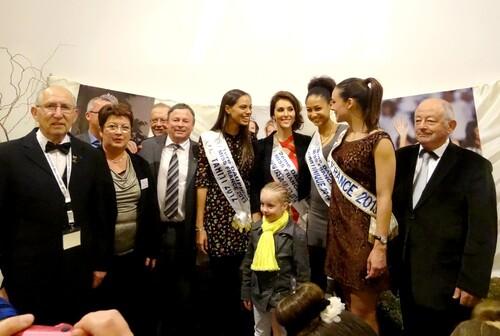 L'arrivée à Châtillon sur Seine de Miss France et de ses dauphines...