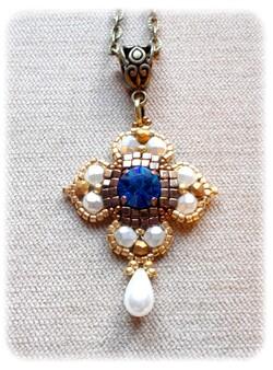 pendentif renaissance, médiéval, saphir,cristal