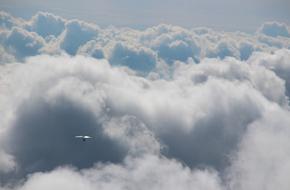 tout seul au milieu des nuages