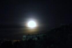 Lune en habit de nuit...