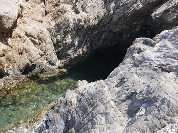L'entrée de la grotte (qui ne fait que quelques mètres de profondeur)