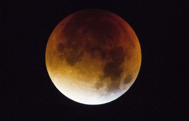 L'éclipse de «super Lune» vue de Twickenham, en Grande-Bretagne, le 28 septembre 2015.