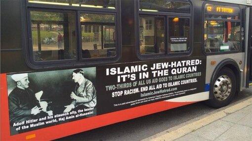 """Photo: Une publicité sur un autobus de Washington, DC affiche une photo du Grand Mufti Al-Husseini avec Adolf Hitler.  Il se lit: """"La haine islamique des juifs: c'est dans le Coran.  Mettez fin à toute aide aux pays islamiques. """"Al Jazeera.  Sur l'islamophobie juif et l'abus ..."""