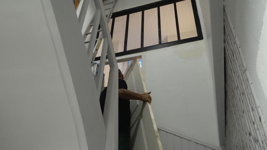 L'escalier et les Toilettes de l'étage (3)