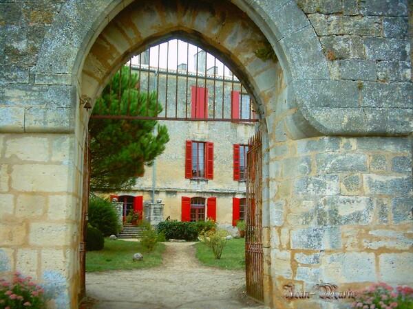 le château des Benauges (arbis) gironde
