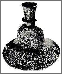 Découverte impossible - Vase métallique en forme de cloche
