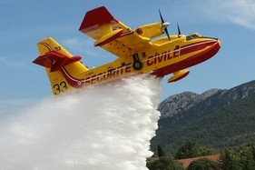 File:FR canadair.jpg - Wikimedia Commons