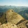 Du sommet du pic des Trois Rois (2444 m), la Table des Trois Rois (2421 m)