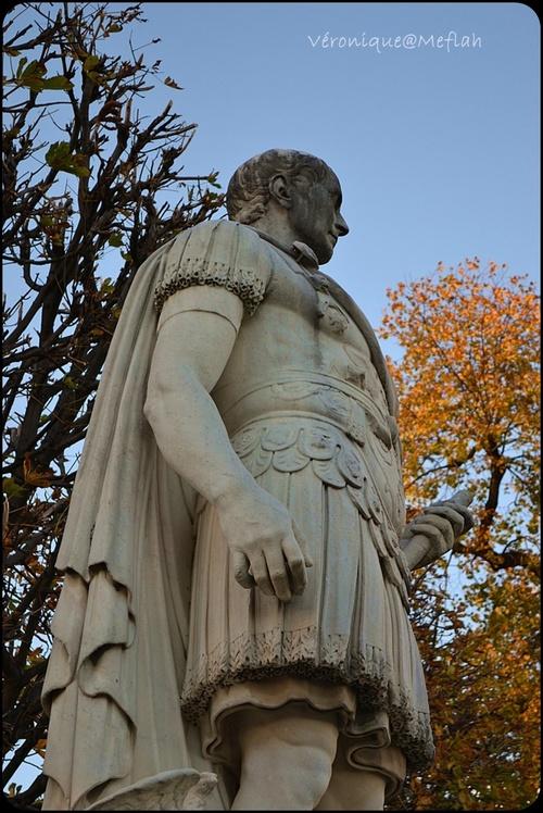 Jardin des Tuileries : Jules César de Ambrogio Parisi et de Nicolas Coustou