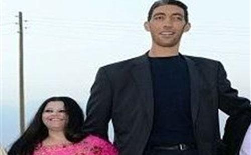 En photos : Le plus long homme de la terre f^te son mariage