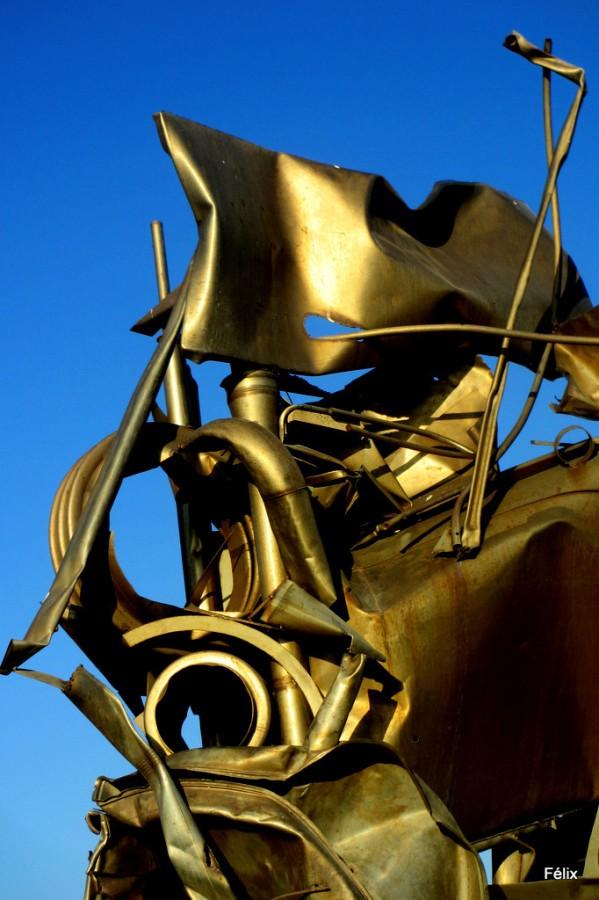 bu02-Sculpture-en-fer.JPG
