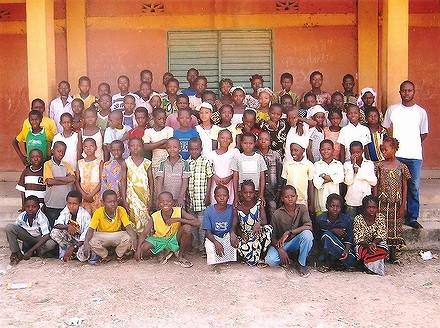 Des photos et des dessins de l'école Sapouy A