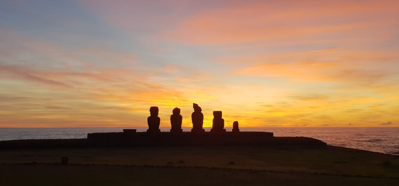 Moai sunset