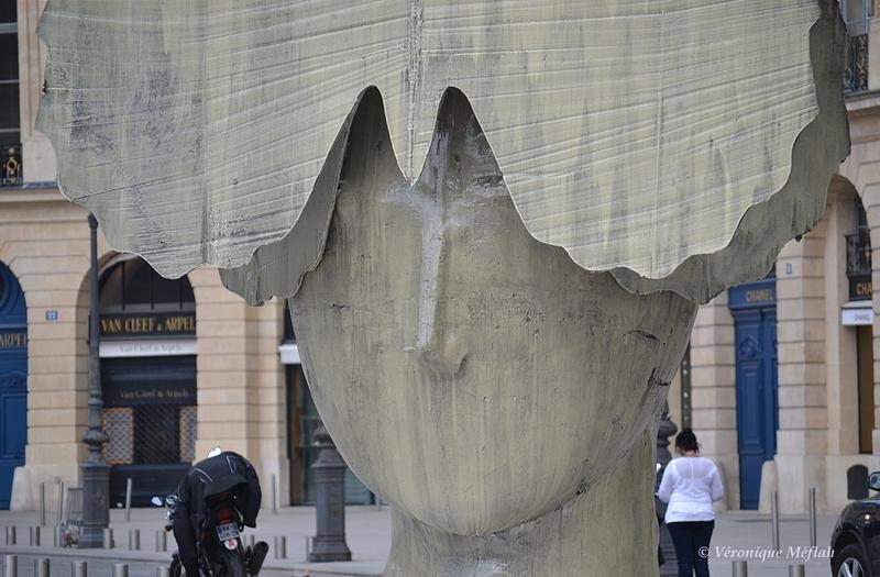 Exposition Manolo Valdès Place Vendôme : La Mariposa