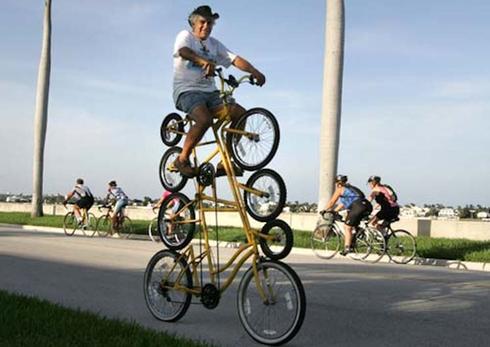 vélo spectaculaire vélos superposés en haunteur