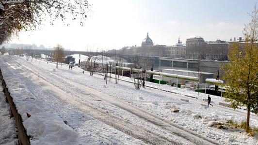 Neige sur les berges du Rhône à Lyon