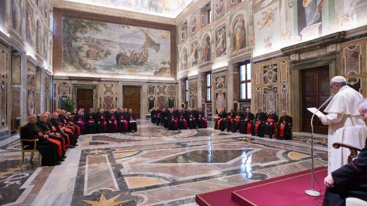 Le Pape François en salle Clémentine du palais apostolique lors de l'Assemblée plénière de la Congrégation pour la doctrine de la foi, le 26 janvier 2018.