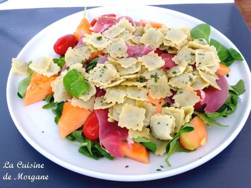 Salade de ravioles au melon et jambon de pays