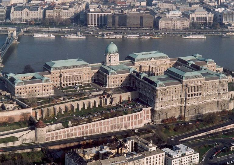 Palais de Budavar, le chateau du Budapest surplombant le Danube. Photo de Civertan.