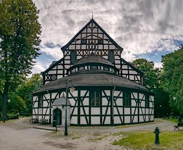 Les plus grandes églisens en bois (et sans doute les plus riches) ...
