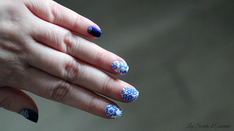 Nail art ceramique bleu blanc