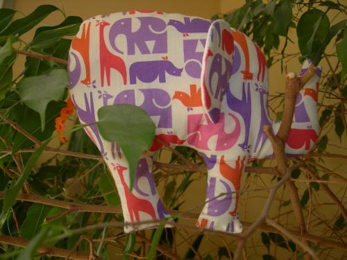 Un éléphant dans les plantes vertes !!!