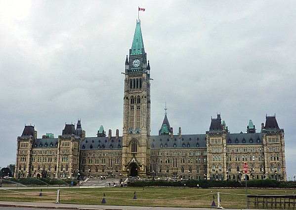 Ottawa-Parlement-Edifice-Centre-b.jpg
