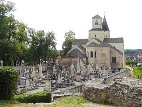 Un intéressant panorama de la bourgeoisie châtillonnaise du XIXème siècle, à travers l'étude des tombes du cimetière de l'église Saint Vorles
