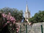 Vue sur l'église de Castries