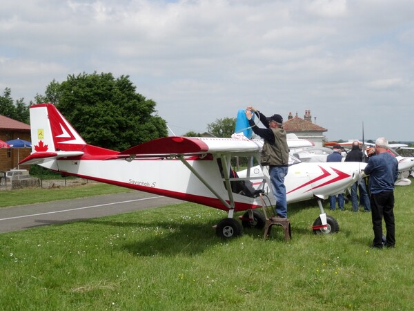 Une quinzaine d'ULM venant de Besançon ont fait escale à l'aérodrome de Châtillon sur Seine...