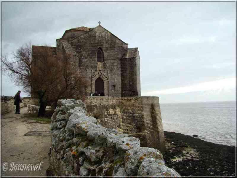 Talmont-sur-Gironde Charente-Maritime Eglise Sainte Radegonde, romane