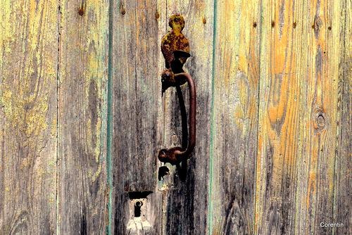 Heurtoir et poignée de porte ...