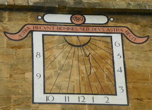Le cadran solaire de l'église Saint-Sauveur