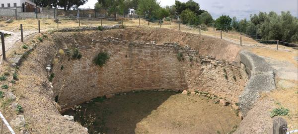 Mycènes - Lion Tholos tomb