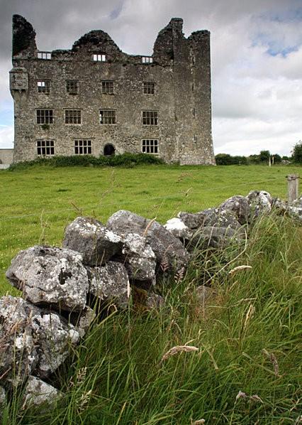 12--Leamaneh-Castle