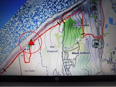 Panneaux d'interdiction : (1) cote 46 - (2) au sommet du Mont Jolibois