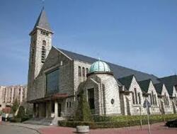 Wolu1200 : Rappel... à la mobilisation contre les antennes-relais cachées dans l'église de la Ste-Famille