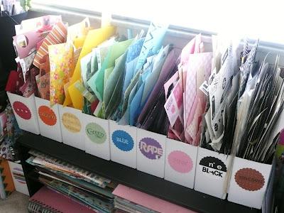 Ranger les chutes de papier couleur