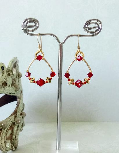 Boucles d'oreilles anneaux cristal de Swarovski rouge / plaqué or 14 kt  Gold filled